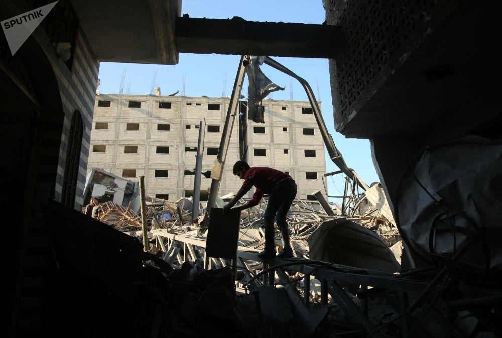 Resultado de um dos ataques com mísseis lançados por Israel na Faixa de Gaza