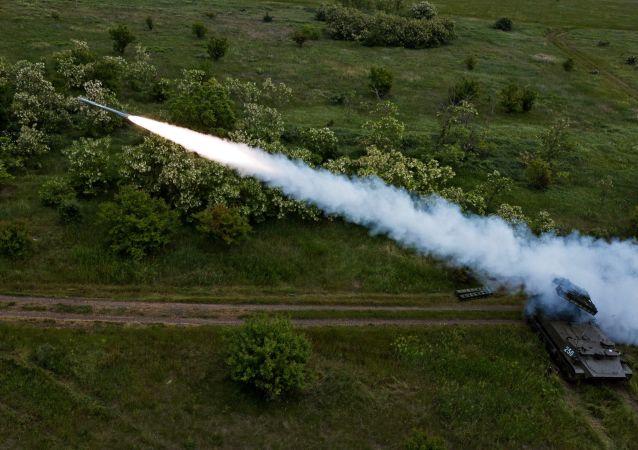 Lançamento de míssil do sistema de defesa antiaérea Strela-10 (foto de arquivo)