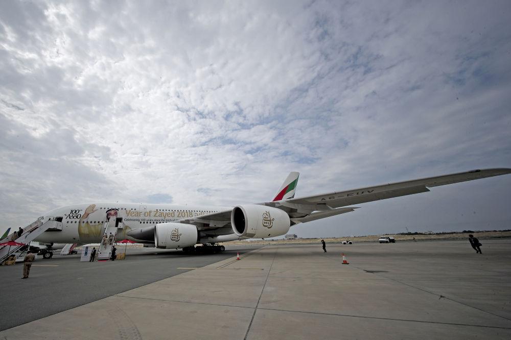 Maior avião de passageiros de dois andares do mundo, Airbus A380, no Show Aéreo Internacional Bahrein 2018, em 14 de novembro de 2018
