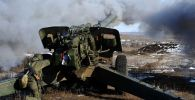 Militares da 150ª divisão de infantaria motorizada das Forças Terrestres da Rússia fazem fogo durante exercícios associados ao Dia das Forças de Mísseis e Artilharia
