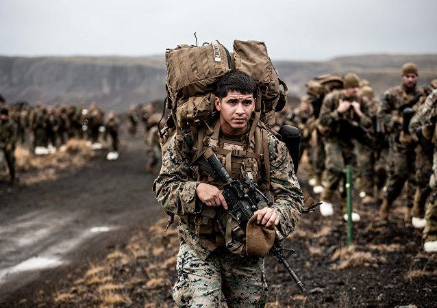 Militares estadunidenses efetuam treinamento de adaptação ao frio durante as manobras Trident Juncture 2018, na Islândia