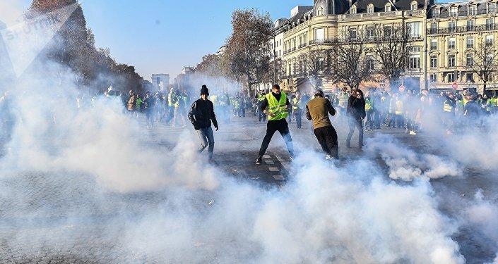 Franceses protestam contra altos preços da gasolina