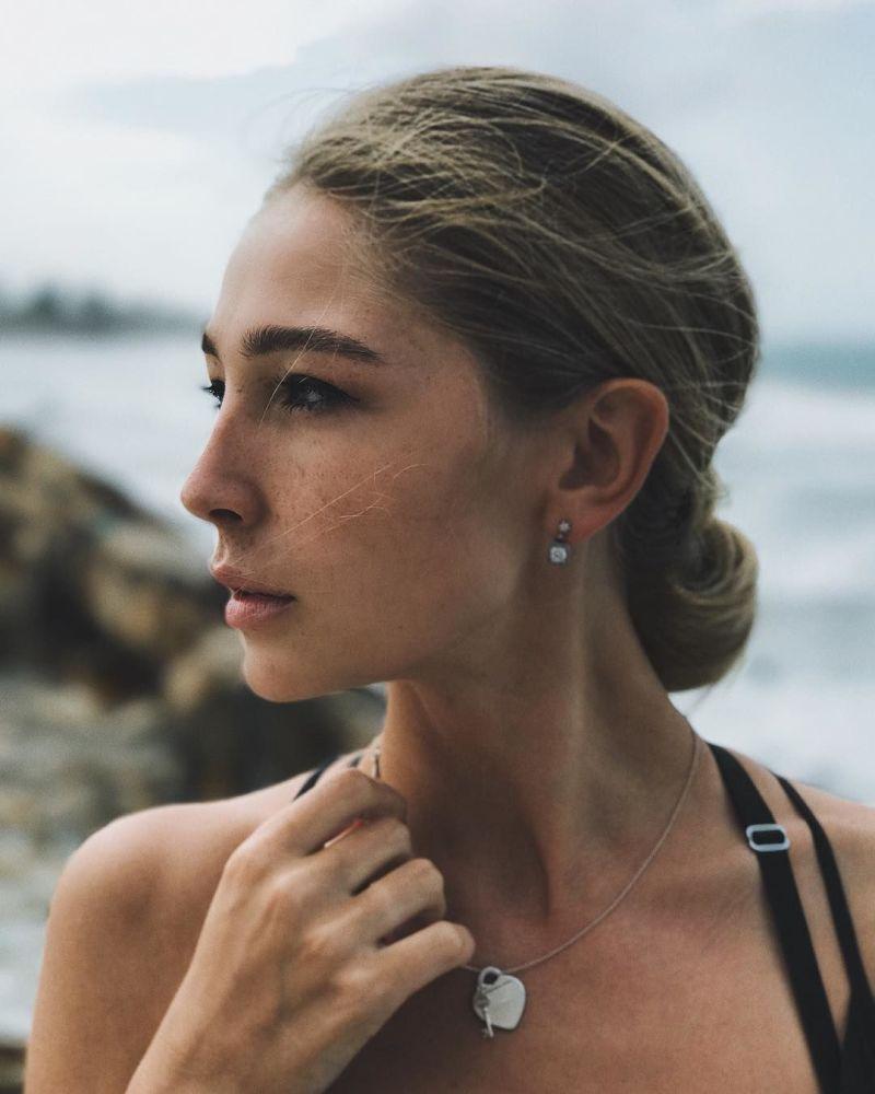 Blogueira e apresentadora de TV, Anastasia Ivleeva, que já apareceu no ranking no ano passado, quando ficou em 10º lugar