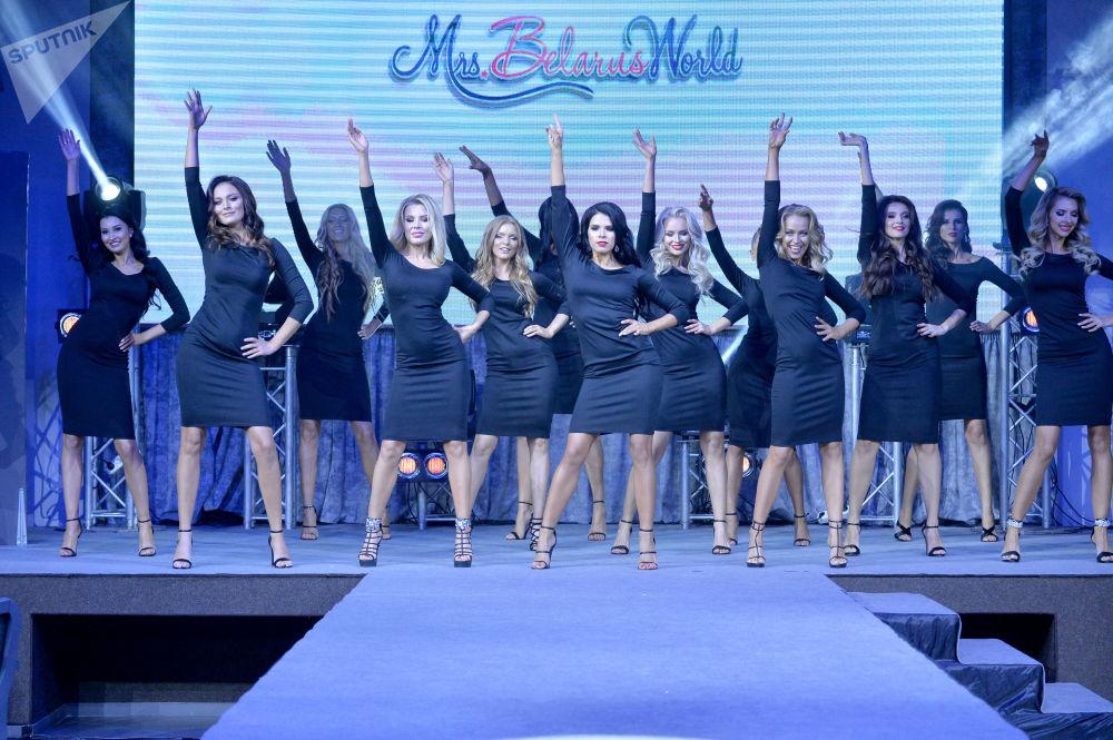 A vitória foi disputada por 16 participantes, escolhidas entre centenas de candidatas.