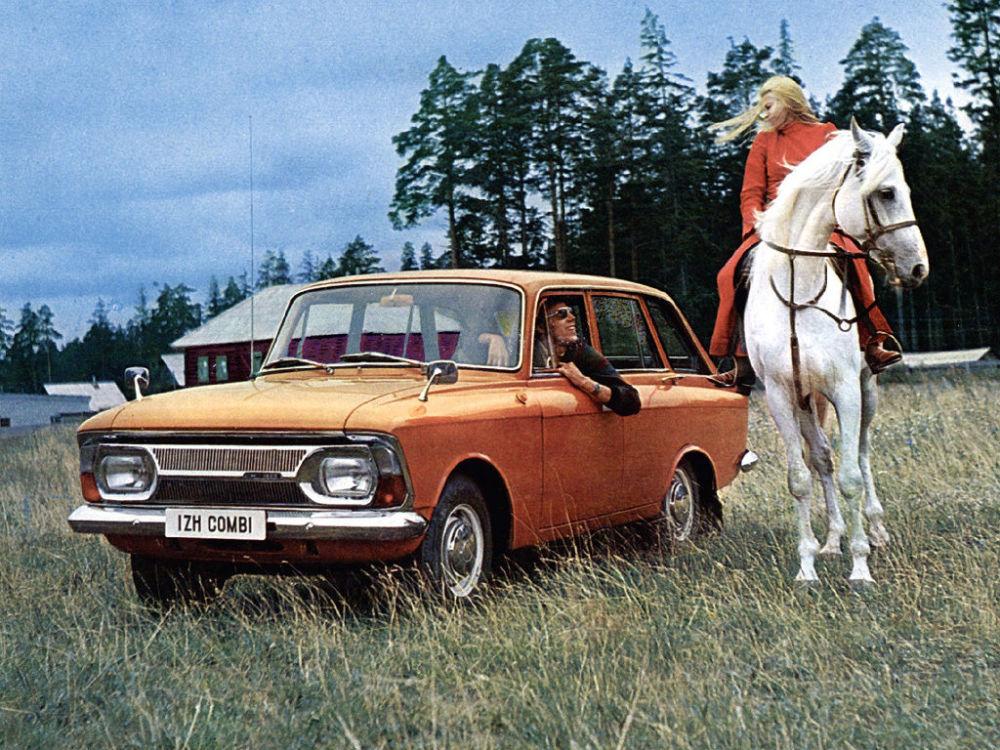 Publicidade do carro soviético Izh-2125