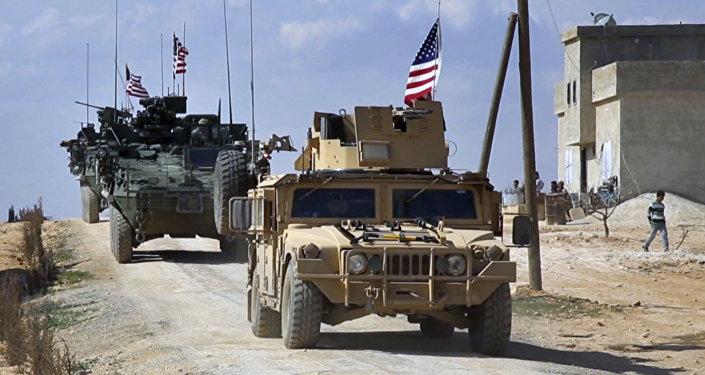 Forças dos EUA patrulham arredores da cidade síria de Manbij, em 7 de março de 2017