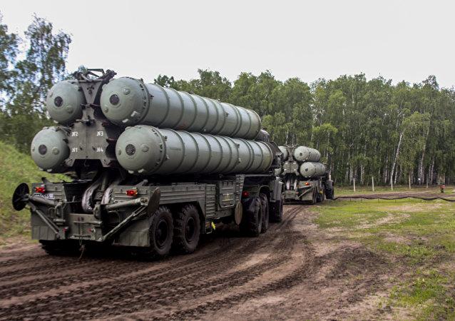 Sistema de defesa antiaérea russo S-300 Favorit