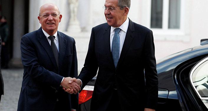 Chanceler russo Sergei Lavrov se encontra com seu homólogo português, Augusto Santos Silva, em Lisboa, em 24 de novembro de 2018