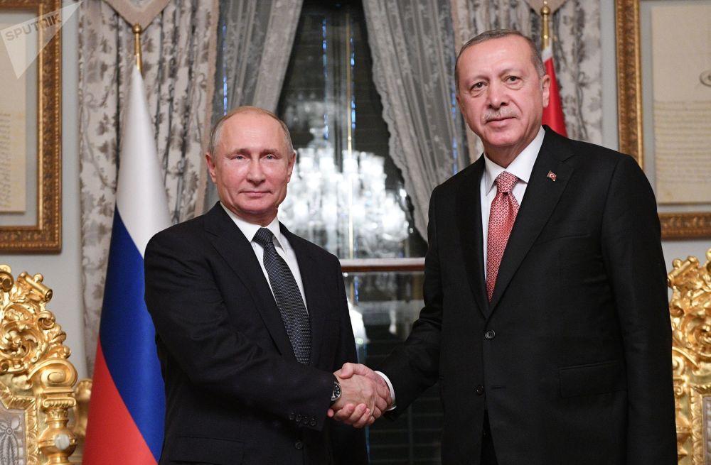 Presidente russo, Vladimir Putin, com seu homólogo turco, Recep Tayyip Erdogan, durante o encontro bilateral
