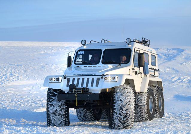 Veículo militar no Ártico