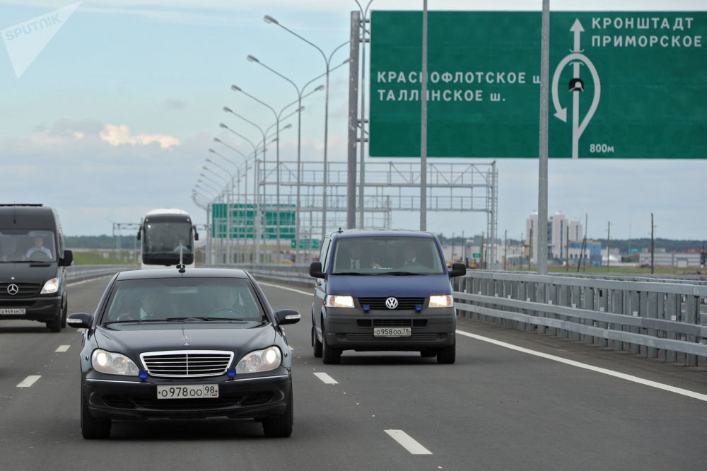 O presidente russo, Vladimir Putin, ao volante do carro Mercedes-Benz Pullman, em 12 de agosto de 2011