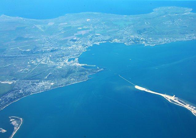 Vista do estreito de Kerch desde um avião