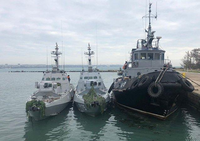Os navios da Marinha ucraniana Berdyansk, Nikopol e Yany Kapu detidos pela guarda fronteiriça da Rússia após terem violado a fronteira