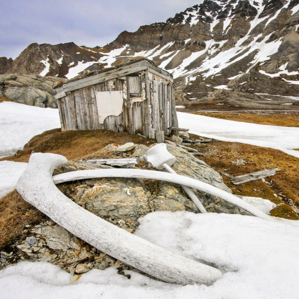 Casa do baleeiro em Spitsbergen, imagem do fotógrafo Chris Dobbs
