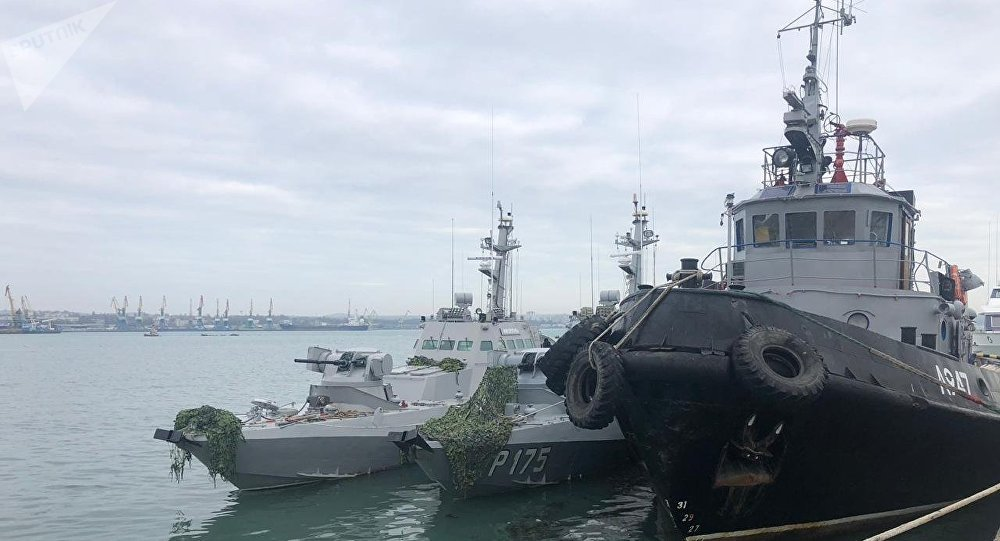 Navios ucranianos Berdyansk, Nikopol e Yany Kapu no porto de Kerch