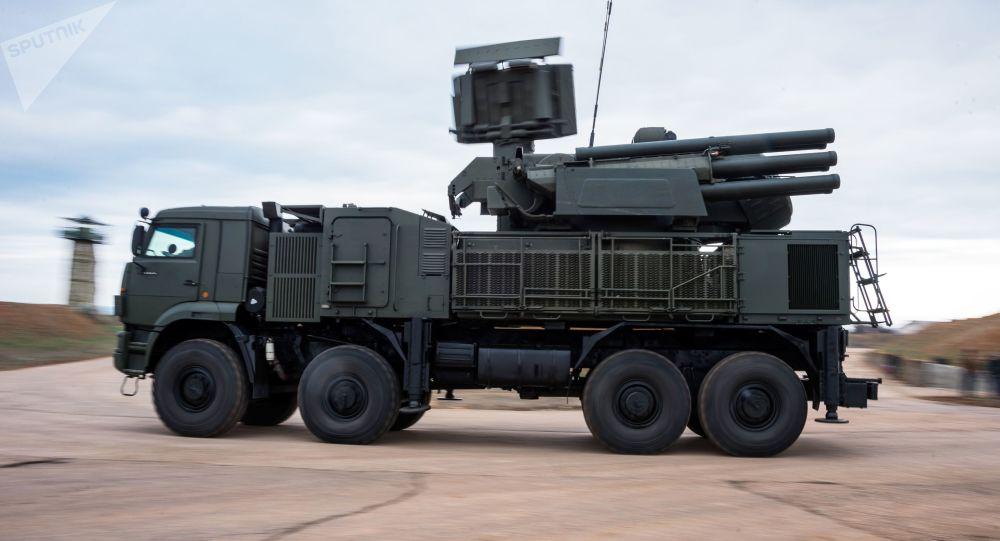 Sistema de defesa antiaérea S-400 posicionado na Crimeia (foto de arquivo)