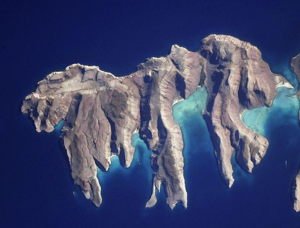 Ilha Partida, que se encontra no golfo da Califórnia, filmada do espaço
