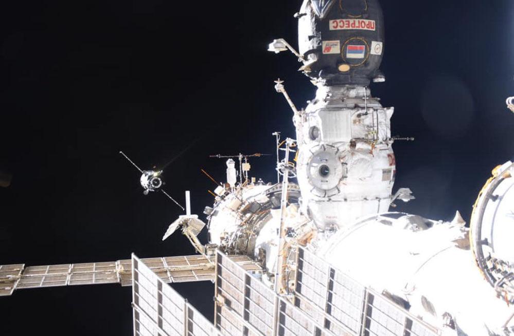 Pela primeira vez, duas naves espaciais – a estadunidense Cygnus e a russa Progress MS10 – estão sendo acopladas à Estação Espacial Internacional simultaneamente
