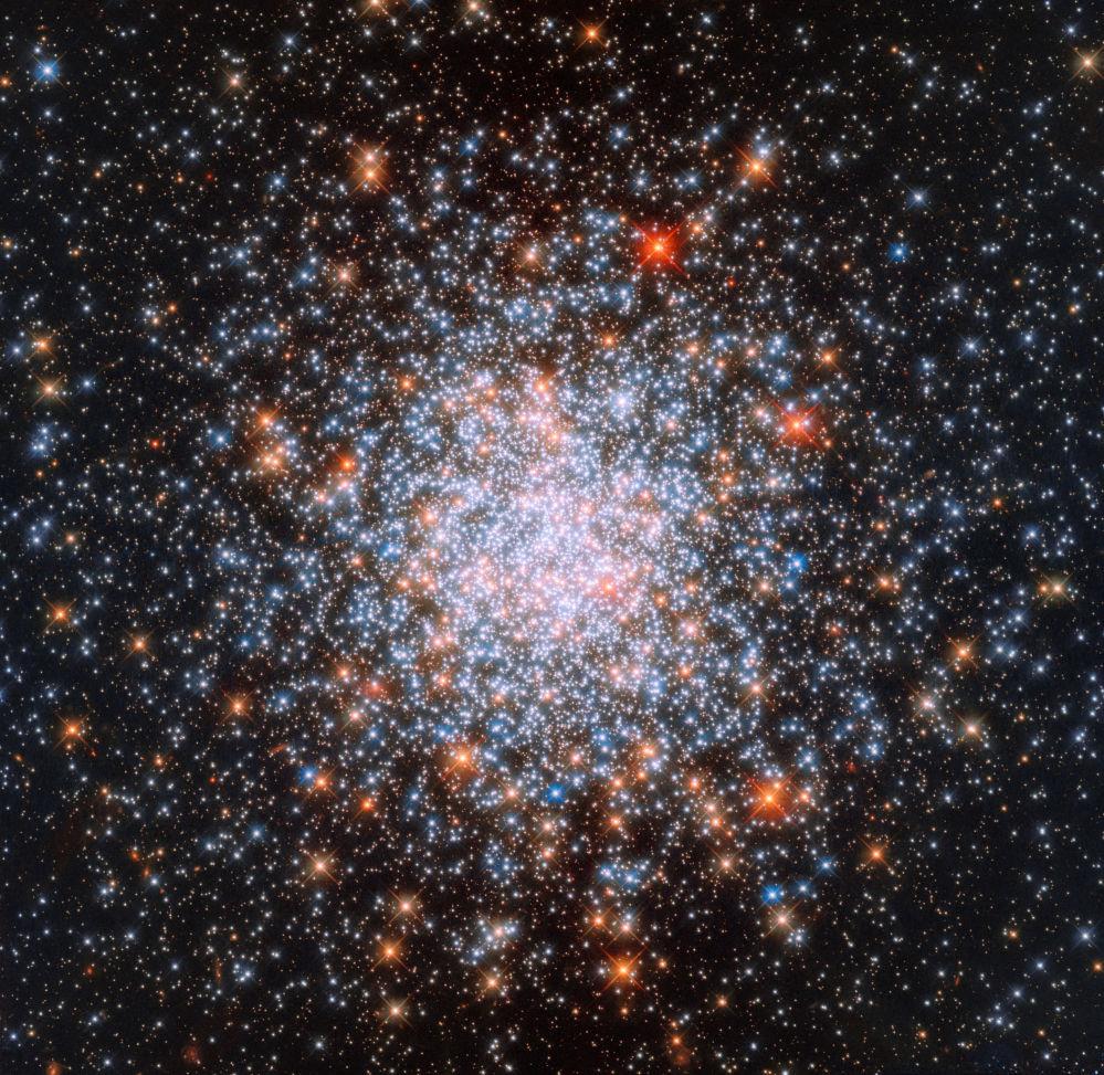 Aglomerado aberto estrelar NGC 1866, que se localiza na Grande Nuvem de Magalhães