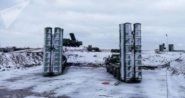 Sistemas S-400 posicionados na Crimeia