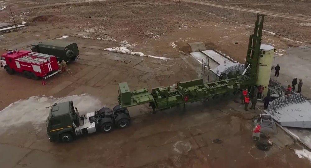 Lançamento de um míssil modernizado do sistema de defesa antimíssil no polígono de Sary Shagan, no Cazaquistão
