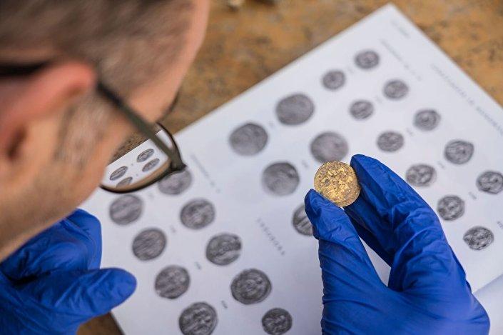 Identificação preliminar das moedas encontradas em Cesareia