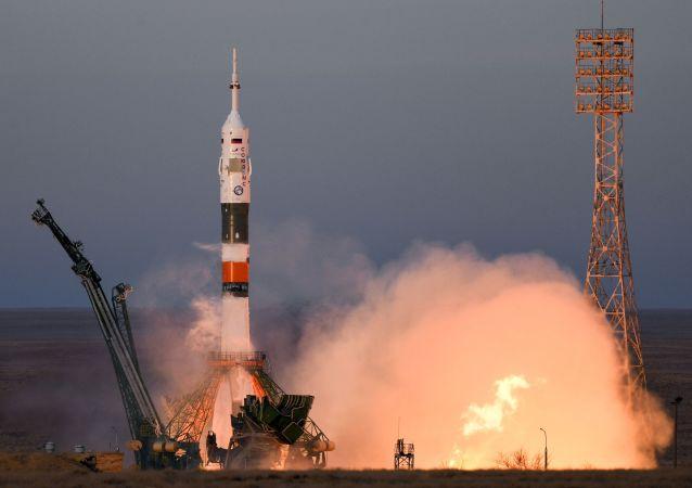 Lançamento do foguete portador russo Soyuz-FG com espaçonave tripulada Soyuz MS-11 do cosmódromo de Baikonur, 3 de dezembro de 2018