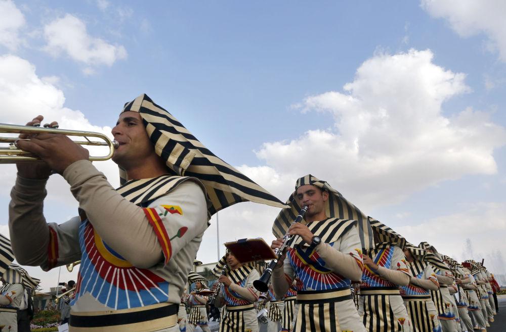 Orquestra militar durante a abertura da Feira Internacional de Defesa EDEX 2018 no Egito