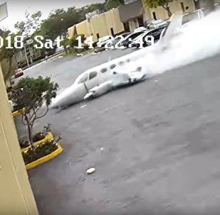 Aeronave bimotora colidiu em um centro médico infantil na cidade de Fort Lauderdale
