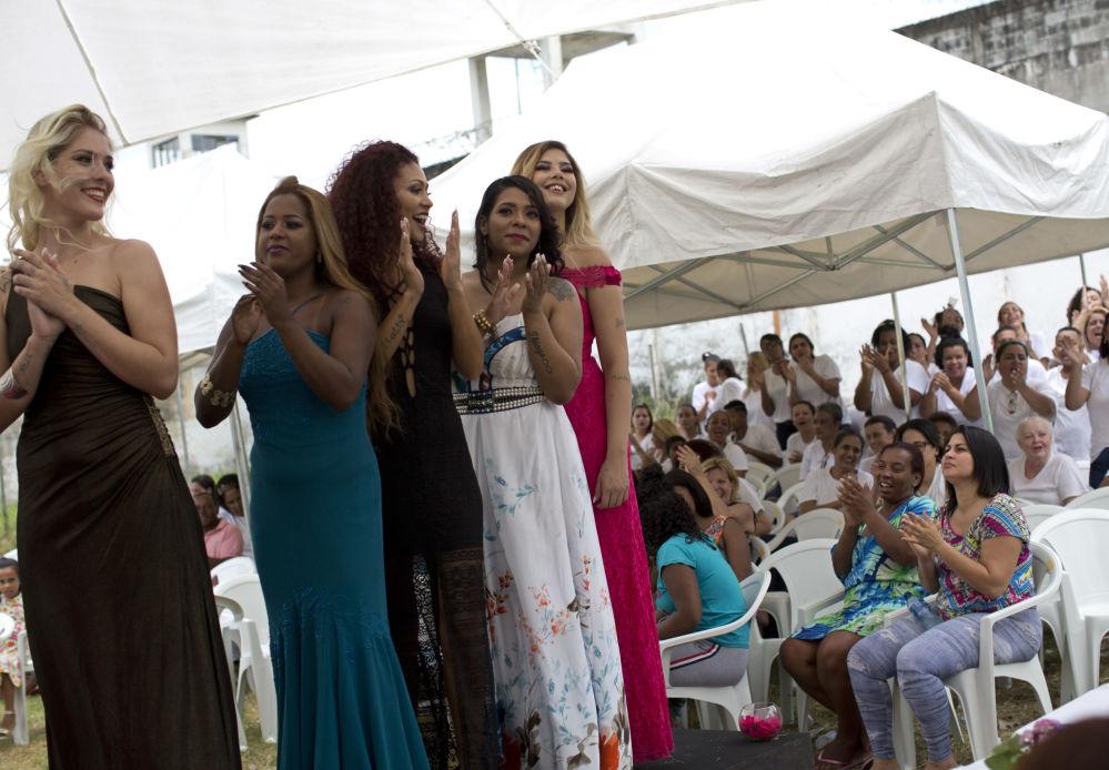 Participantes presidiárias se apresentam no 13º concurso anual de beleza Miss Talavera Bruce, realizado na prisão feminina no oeste do Rio de Janeiro, Brasil, 4 de dezembro de 2018