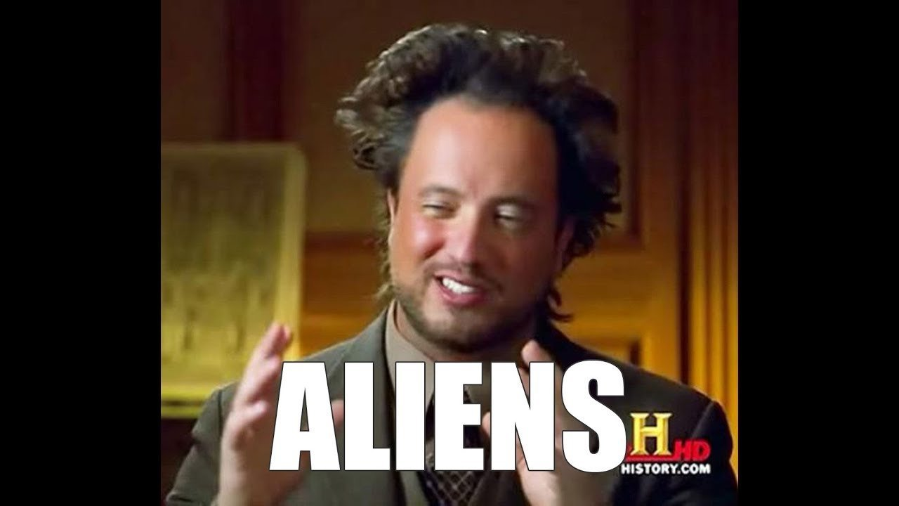 O apresentador e ufólogo Giorgio Tsoukalos ficou famoso ao ter sua imagem do programa Alienígenas do Passado transformada em meme na internet.