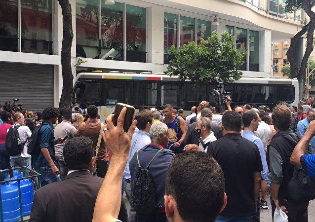 Acidente com ônibus deixa feridos no centro do Rio de janeiro