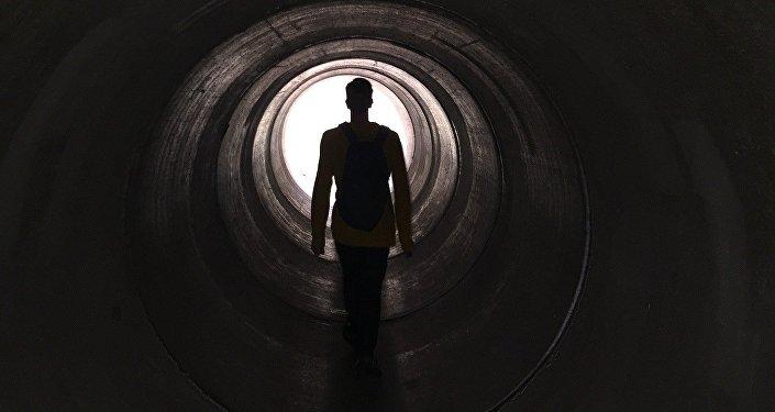 Luz branca no fim do túnel (imagem referencial)
