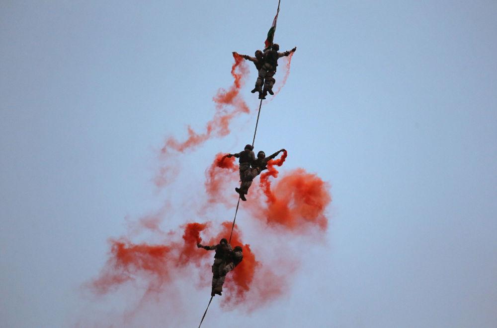 Fuzileiros navais durante ensaios antes do Dia da Marinha da Índia, em Mumbai