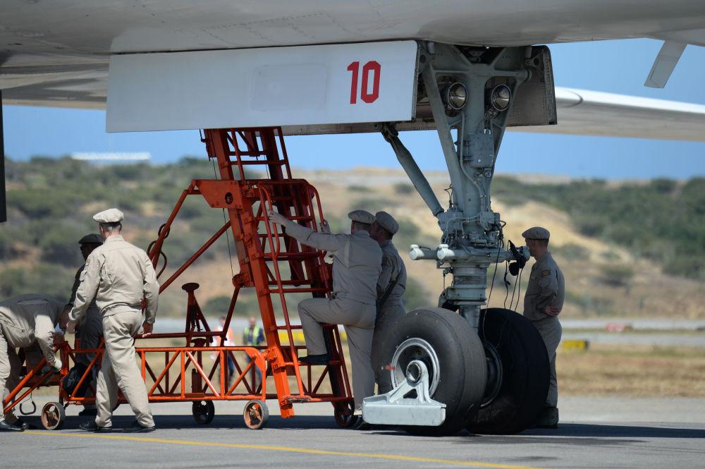 Bombardeiro russo Tu-160 no aeroporto venezuelano