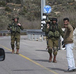 Militares israelenses nos arredores da cidade palestina de Ramallah