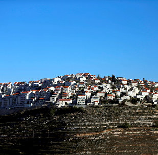 Casas no topo de uma colina no assentamento israelense de Givat Ze'ev, na Cisjordânia (arquivo)