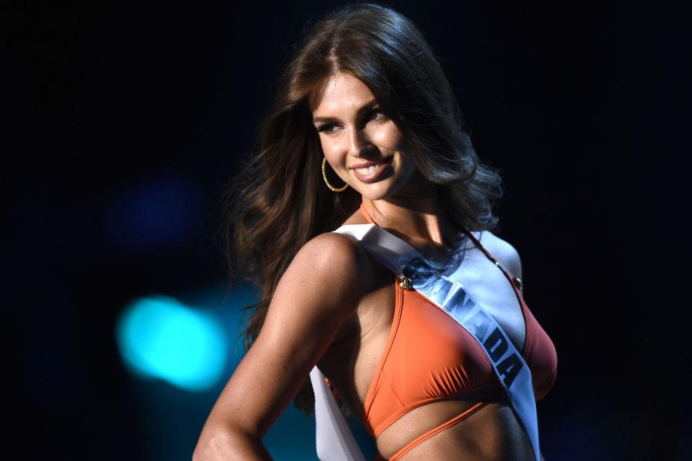 Representante do Canadá, Marta Stepien, participa na competição de maiôs durante o concurso Miss Universo 2018, em Bangkok (Tailândia), em 13 de dezembro de 2018