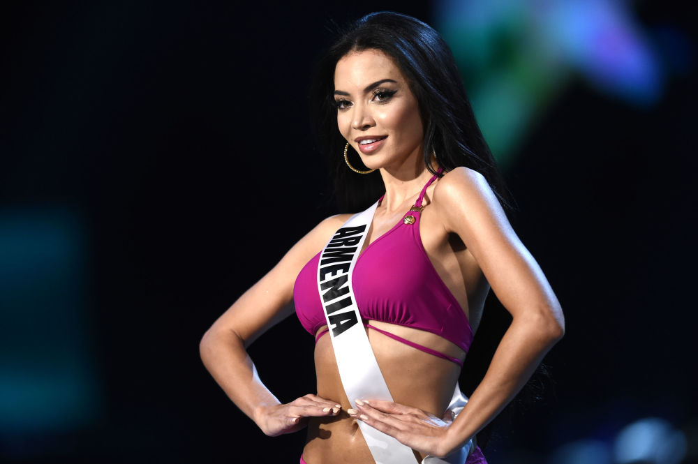 Eliza Muradyan, miss Armênia, posa com traje de banho durante Miss Universo 2018 em Bangkok, na Tailândia