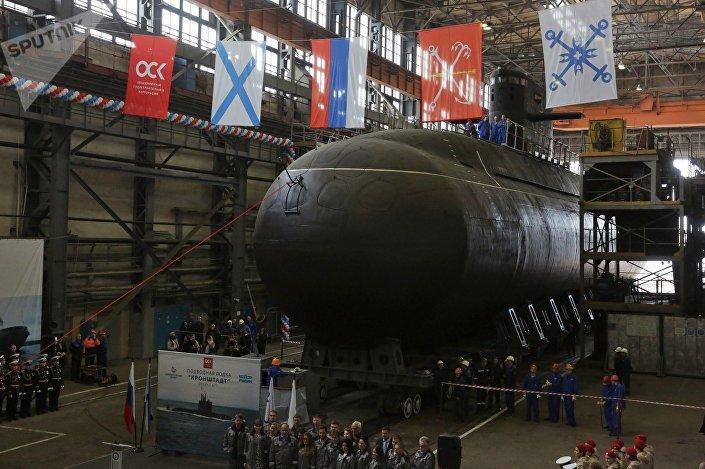 Cerimônia de lançamento de submarino do projeto 677 Lada em São Petersburgo