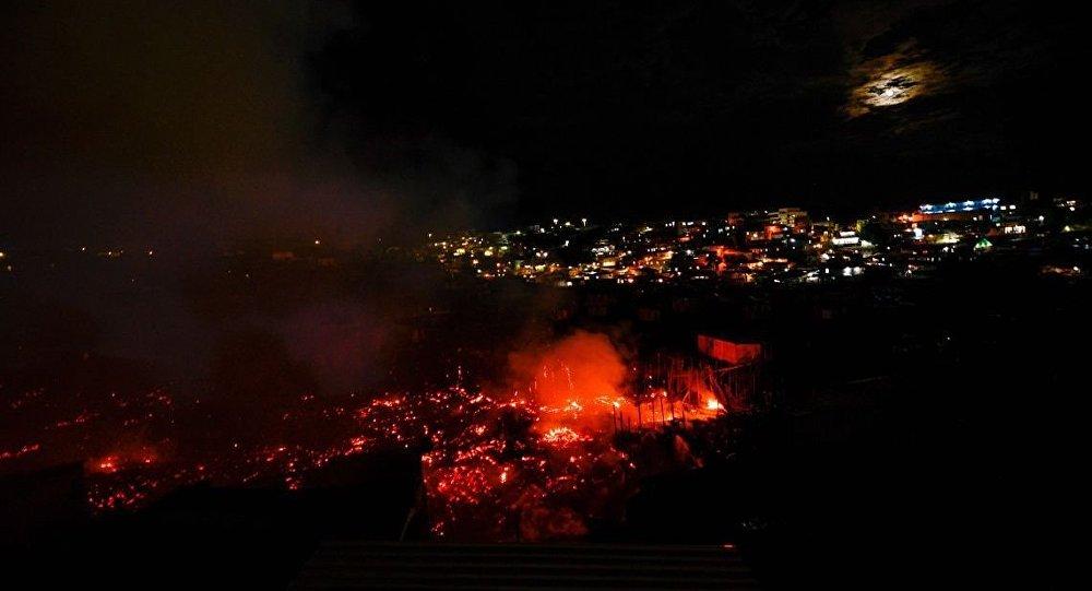 Incêndio atinge 600 casas em Manaus
