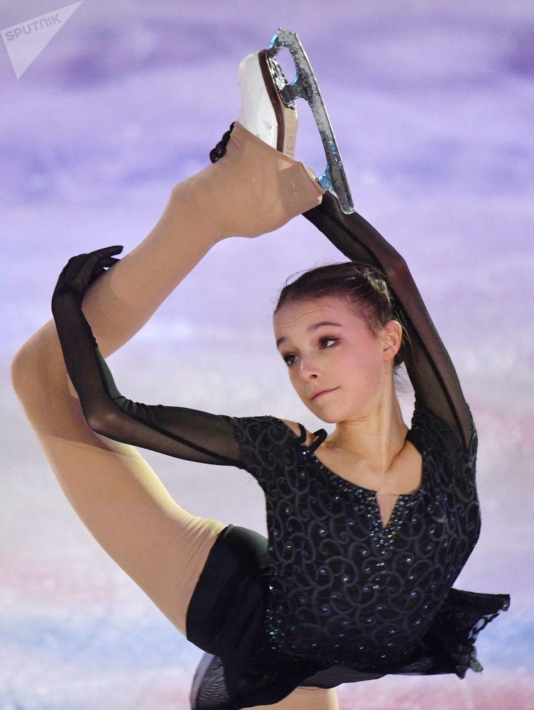 Patinadora russa, Anna Scherbakova, durante Campeonato Russo de Patinação Artística no Gelo, na cidade russa de Saransk
