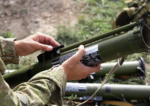 Soldado com arma de fogo de infantaria (imagem referencial)