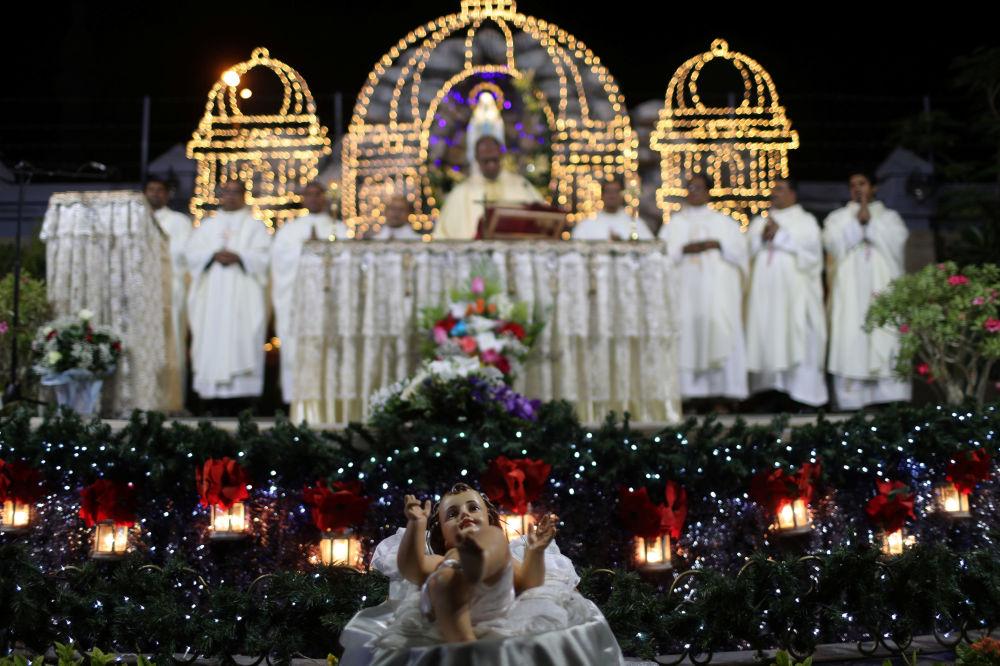 Missa de Natal na Igreja Católica de Santa Maria em Dubai, nos Emirados Árabes Unidos, 24 de dezembro de 2018