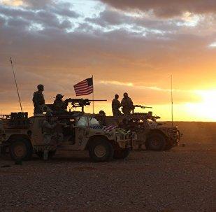 Membros das Forças Especiais dos EUA realizando treinamento durante operações contra grupo Daesh no sul da Síria