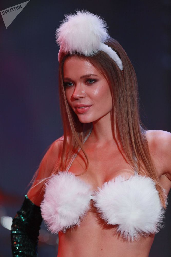 Miss Ksenia Polenova posa de biquíni durante concurso de beleza Miss Moscou 2018, na Rússia