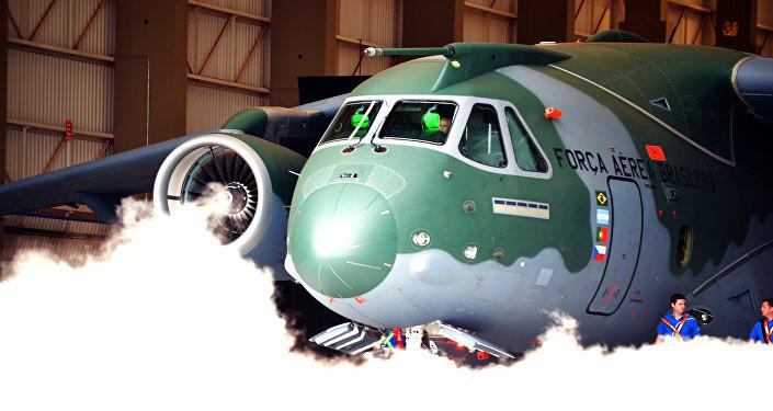 O cargueiro KC-390 da Embraer