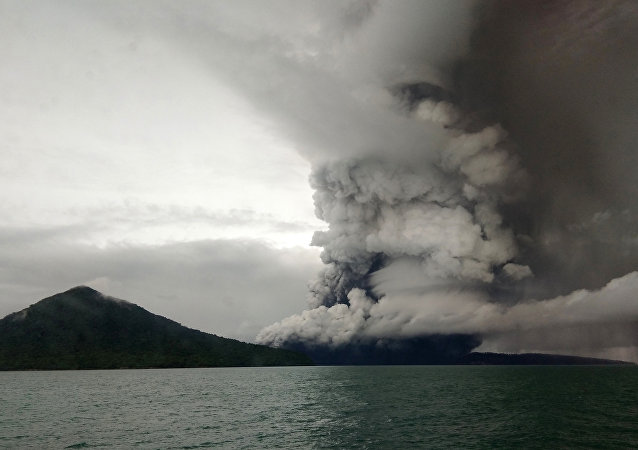 Vulcão Anak Krakatoa, Indonésia em 26 de dezembro, 2018