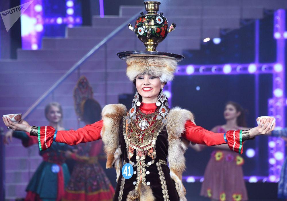 Uma das jovens participantes do concurso da beleza na China