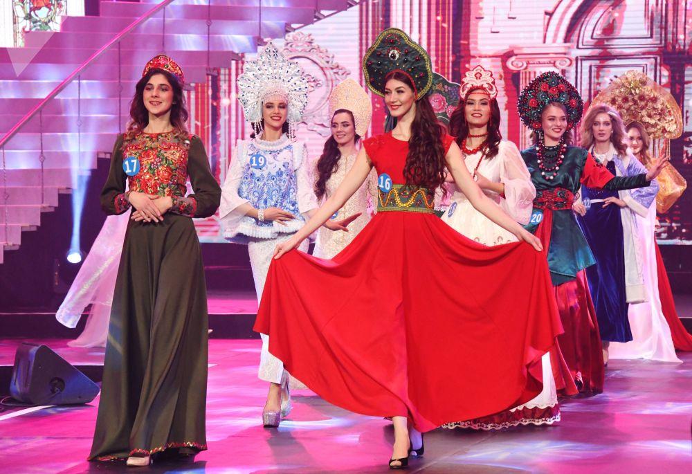Garotas da Rússia, China e Mongólia encantam o público em Manzhouli
